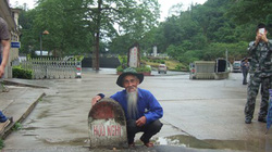 Cụ ông 76 tuổi hoàn thành hành trình xuyên Việt