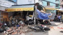 Xe ben tông sập nhà dân, 2 người tử vong
