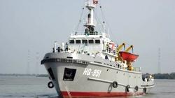 Tàu Hải quân cứu tàu cá bị nạn trên biển Hoàng Sa