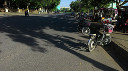 Để xe dưới lòng đường gây cản trở giao thông