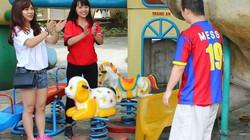 Giới trẻ Hà thành đội nắng đem quà tới tận tay các em nhỏ