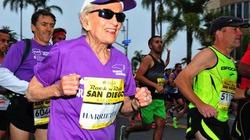 Cụ bà 92 tuổi lập kỷ lục chạy marathon 42 km