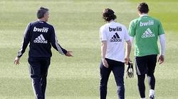 """Trò cũ bật mí chuyện Mourinho bị """"đâm lén"""" ở Real Madrid"""