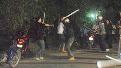 50 giang hồ mang súng, kiếm hùng hổ tấn công nhà dân