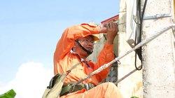 Nỗi khổ thợ điện mùa cao điểm