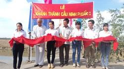 Nhân dân miền núi góp công xây cầu