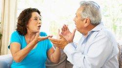Bố mẹ chồng hay nói xấu sau lưng mình