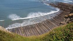 """Bãi biển """"siêu độc"""", có đá sắc nhọn như răng cưa ở Tây Ban Nha"""