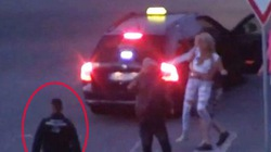 Video: Cảnh sát thờ ơ nhìn thiếu nữ bị nhét vào cốp xe