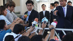 """Tướng lĩnh Thái Lan mâu thuẫn vì bị nhà báo """"hỏi khó"""""""