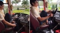 Clip: Xe khách lao vun vút, tài xế bỏ vô lăng, đi tất, xỏ giày