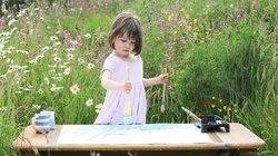 Cô bé 5 tuổi mắc bệnh trầm cảm gây chấn động giới nghệ thuật
