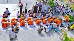 Thanh niên Khmer vào mùa tu báo hiếu
