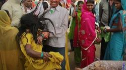 Ấn Độ: Cả làng bỏ vào rừng ở để trừ tà ma