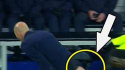 Cận cảnh pha rách quần siêu hài hước của HLV Zidane