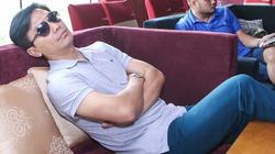 Mạnh Quỳnh mệt lả ngủ gục trong phòng tập