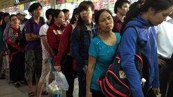 Người dân đổ về quê nghỉ lễ, cửa ngõ TPHCM ùn ứ nặng