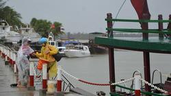 Sóng lớn, hơn 1.100 du khách mắc kẹt tại đảo Cù Lao Chàm