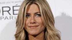 Vợ cũ Brad Pitt là phụ nữ đẹp nhất thế giới ở tuổi 47