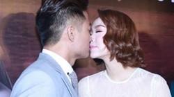 Minh Hằng, Quý Bình ôm hôn trong rạp phim