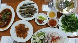 Bữa cơm trưa toàn hải sản tại nhà ăn trung tâm hành chính Đà Nẵng