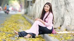 Thiếu nữ Hà thành lãng mạn giữa mùa sấu thay lá