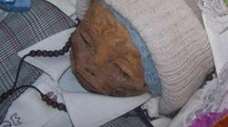 Ly kỳ xác bé trai 1 tuổi liên tục bật nắp sau 7 năm chôn cất