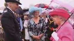 """Nữ hoàng Anh chê quan chức Trung Quốc """"quá thô lỗ"""""""