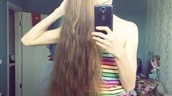 Thiếu nữ xinh đẹp 13 năm không cắt tóc
