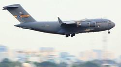 Chùm ảnh: Chuyên cơ C17 cấp tập đáp xuống Tân Sơn Nhất