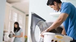 Mẹ chồng ơi, sao con không thể nhờ chồng rửa bát?