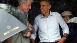 Tổng thống Obama bình dị trú mưa dưới mái hiên nhà dân