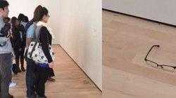 Vứt kính ở bảo tàng, người xem tưởng tác phẩm nghệ thuật