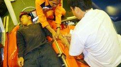 Cứu ngư dân bị liệt nửa người trên vùng biển Hoàng Sa