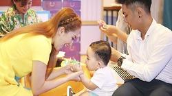 Vợ chồng Khánh Thi vất vả chăm con trai hiếu động