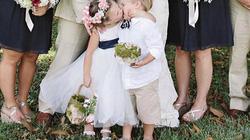 """Nụ hôn của cặp đôi 4 tuổi """"gây sốt"""" đám cưới"""