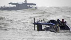 Tàu gặp nạn, 9 ngư dân rơi trên biển, 1 người mất tích