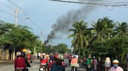 Trụ điện gần bệnh viện bỗng dưng bốc cháy dữ dội