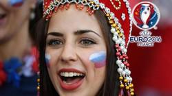 """CĐV nữ ĐT Nga """"khuynh đảo"""" khán đài EURO"""