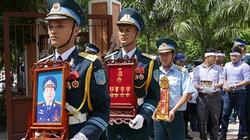 Truy tặng Huân chương Bảo vệ tổ quốc cho Đại tá Khải