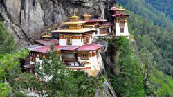 Bhutan bên dãy Himalaya hùng vĩ