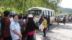 Dân chặn xe đưa đón công nhân, ép ở trọ