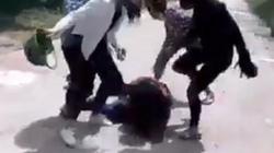 Hạ hạnh kiểm, đuổi học 1 năm nhóm nữ sinh đánh bạn, tung clip