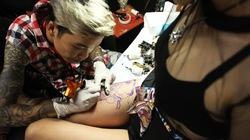 Clip: Theo chân hot girl Hà thành đam mê hình xăm