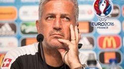 """HLV Thụy Sĩ nói gì sau trận """"thua đau"""" trước Ba Lan?"""