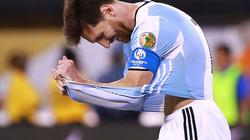 Hỏng 11m, Messi khóc nức nở và tuyên bố chia tay ĐT Argentina