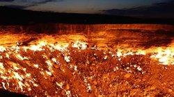 """""""Cổng địa ngục"""" rực cháy suốt hơn 40 năm từ thời Liên Xô"""