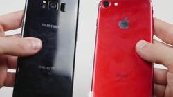 """Tiếc """"hùi hụi"""" xem phá hủy iPhone 7 màu đỏ và Galaxy S8"""