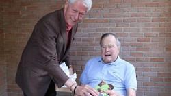 Bất ngờ món quà Bill Clinton vừa tặng cựu Tổng thống Bush