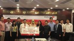Trao giải Jackpot 23 tỷ cho khách hàng thứ 3 trúng thưởng tại Hà Nội.